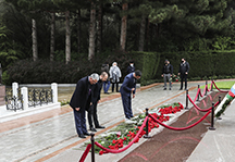 The staff of Cahan Holding visited the tomb of Heydar Aliyev in the Alley of Honors.